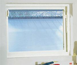 Plastové pivničné okno